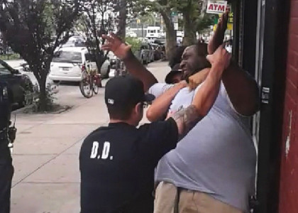 [VIDEO] Cop cleared in chokehold death of Eric Garner
