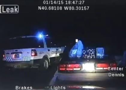 [VIDEO] Woman steals police car, leads authorities on high-speed chase, all while handcuffed