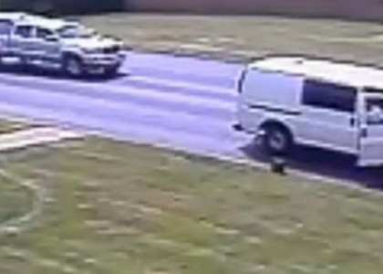 Thief Picks Up $150K in Bag Accidentally Left on Lawn