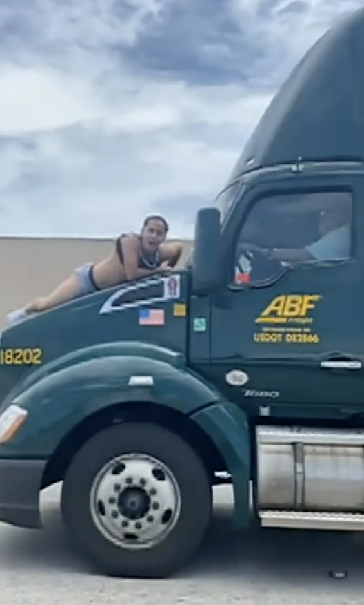 Blood-soaked Florida man clings to truck for 9 miles, bashes windshield in crazy video